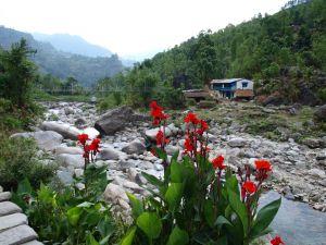 Krajobraz Nepalu. Wyprawy górskie i trekkingowe z Exploruj.pl