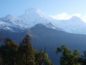 Widok na góry w Nepalu. Wyjazdy trekkingowe - Exploruj.pl