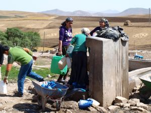 Ujęcie wody na Ararat. Trekking wyprawy, biuro podróży Exploruj