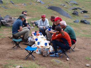 Jedzenie w obozie na Ararat. Exploruj.pl - trekking w góry